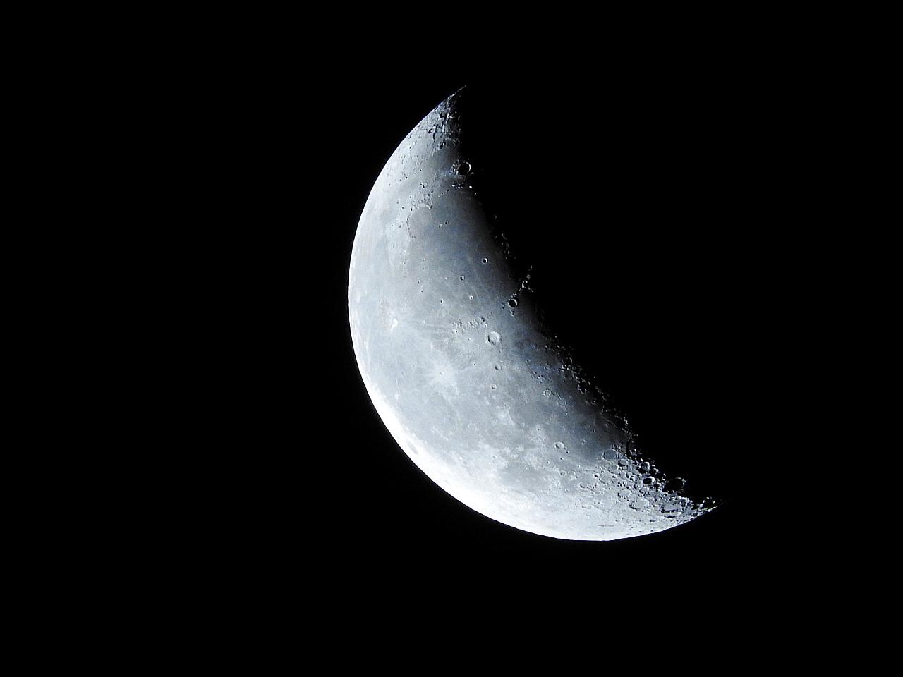 moon-893268_1280